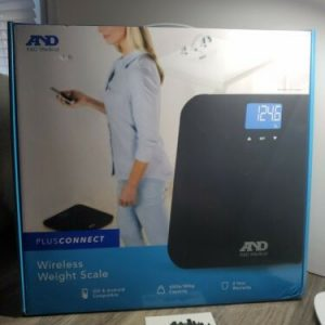 A&D Medical PlusConnect Multi-User Weight Scale  Bluetooth 400 lbs new sealed